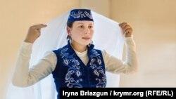 Ольга Московская, украинка, танцующая крымскотатарские танцы