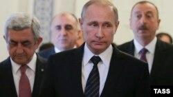 Prezidentlər (soldan) Sarkisyan, Putin və Əliyev. 20 iyun 2016, Sankt Peterburq