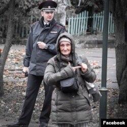 Татьяна Степановна на митинге 7 октября в поддержку помощника координатора штаба Навального в Смоленске
