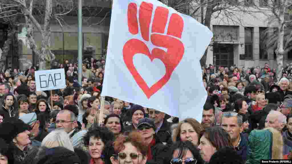 تظاهرات زنان در مونتهنگرو در حمایت از برابری حقوقی زن و مرد