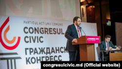 Foștii comuniști Marc Tkaciuk (centru) și Iurie Muntean la lansarea noului lor partid