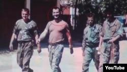 Mušan Topalović Caco drugi s lijeva na jednoj od ratnih fotografija