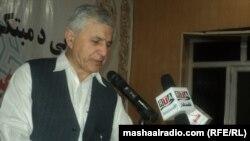د افغانستان نامتو شاعر عبدالباري جهاني په غونډه کې شعر وايي