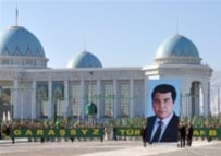 A larger-than-life portrait of Turkmenbashi in downtown Ashgabat to mark independence on 27 October 2005 (AFP)