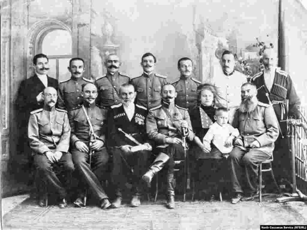 Члены городского управления Темир-хан-шуры(Буйнакска)