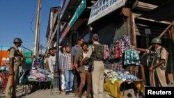 Полицейский рейд в Кашмире. Иллюстративное фото.
