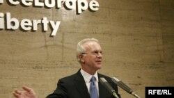 آقای گلاسمن گفت:« آزادی و دموکراسی در خارج از مرزهای آمریکا، ضامن امنيت در داخل کشورمان است.» (عکس: RFERL)