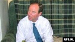 Կոնգրեսական Ադամ Շիֆը «Ազատություն» ռադիոկայանի երևանյան բյուրոյում, մայիս, 2008թ.