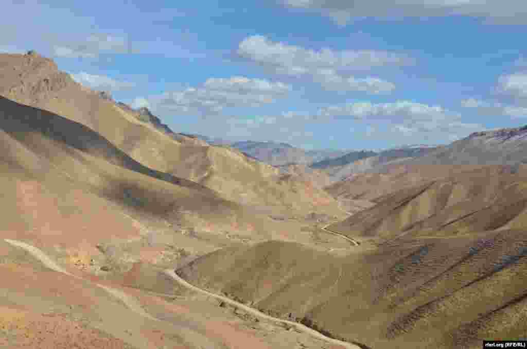 منظره بامیان از منطقه گنبدک مرکز بامیان