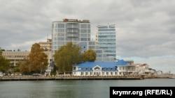 Севастополь предлагают ускоренно сделать городом-«миллионником». На фоне так и не решенных проблем городской инфраструктуры это предложение выглядит особенно интересным