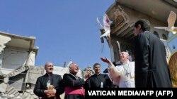پاپ فرانسیس در ویرانههای کلیسای تاریخی الطاهره در موصل