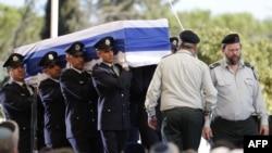 Почётный караул несёт гроб с телом бывшего президента Израиля Шимона Переса, лауреата Нобелевской премии мира. Иерусалим, 30 сентября 2016 года.