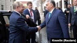 Liderul de la Kremlin, Vladimir Putin, este întâmpinat la Budapesta de premierul ungar Viktor Orban, care afirmă o colaborare apropiată cu Rusia în anumite domenii