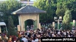 Рамадан в мечети Эртогрул, Ашхабад, 4 июня, 2019
