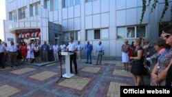Михайло Шеремет вітає працівників «Кримаеронавігації»