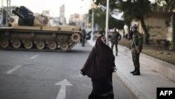 دبابة للجيش في احد شوارع وسط القاهرة