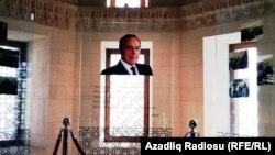 Портрет Гейдара Алиева во дворце Ширваншаха. 7 декабря 2016