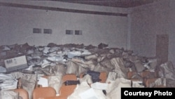 Документальные материалы Верховного Совета РФ, эвакуированные из Дома Правительства после октябрьских событий 1993 года. Государственный архив РФ