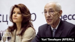 Адвокаты Платона Лебедева и Михаила Ходорковского Елена Липцер (слева) и Юрий Шмидт