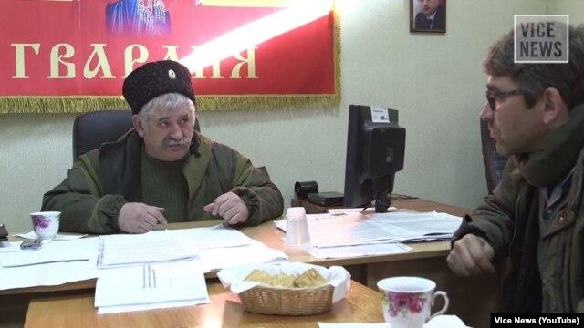 Микола Козіцин дає інтерв'ю журналісту Vice News Саймону Островському