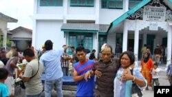 Пострадавшие во время землетрясения в провинции Ачех 2 июля 2013 года