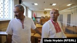 Belarusian union leaders Henadz Fyadynich (left) and union accountant Ihar Komlik in court in Minsk on August 24.