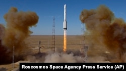 "Старт ракеты ""Протон М"" с космодрома Байконур"