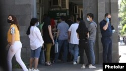 Armenia - Customers line up outside a commercial bank branch in Yerevan, June 1, 2020.