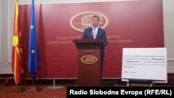 Министерот за надворешни работи Никола Димитров ги објаснува одредбите од Договорот со Грција за името.