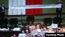 Сейм Польщі вночі 17 грудня 2016 року