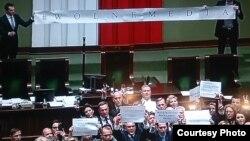Оппозиция протестует в Сейме против ограничений для парламентских журналистов. 17 декабря 2016 года