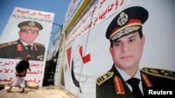 Плакаты с изображением министра обороны Египта Абделя Фаттаха ас-Сиси в Каире