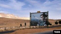 Президент Башар Асаддын көчөгө илинген сүрөтү