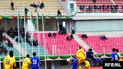 Gowşak komandalaryň gatnaşdyrylmagy Türkmenistanyň prezidentiniň kubogy ugrundaky futbol ýaryşynyň janköýerler üçin gyzyksyz bolmagyna getirýär.