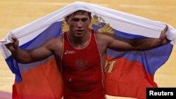 Ресейлік грек-рим күресі балуаны Роман Власов 2012 жылы Лондон олимпиадасының алтынын ұтып алған сәтте.