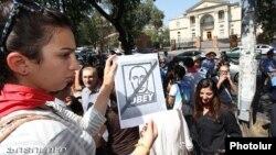 Армениянын бажы биримдигине мүчө болуусуна каршы активисттер. Ереван, 4-сентябрь, 2013-жыл