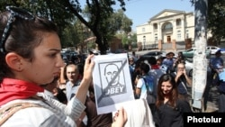 Арменияның Ресей бастаған Кеден Одағына енуіне қарсы шеру. Ереван, 4 қыркүйек 2013 жыл. (Көрнекі сурет)
