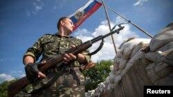 Луганскіге кірер жолдағы сепаратистердің тоқсауыл бекеті. 24 маусым 2014 жыл.