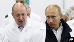 Евгений Пригожин (слева) и Владимир Путин (архивное фото)
