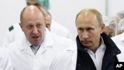 Yevgeny Prigozhin (solda) və Vladimir Putin