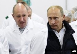 Businessman Yevgeny Prigozhin (left) with Russian President Vladimir Putin. The Russian tycoon has been identified as one of the main financiers behind the Vagner company.