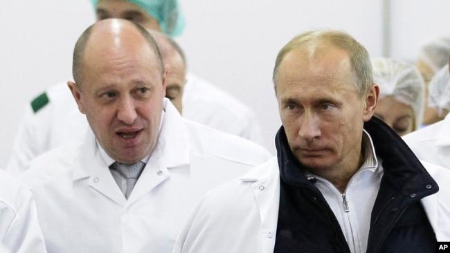 Yevgeny Prigozhin (left) with Russian President Vladimir Putin in 2010.