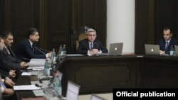 Armenia - President Serzh Sarkisian chairs a cabinet meeting in Yerevan, 8May2013.
