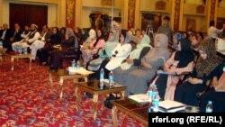 Участницы семинара, организованного Независимой избирательной комиссией и посвященного роли женщин в выборной кампании. Кабул, 17 сентября 2013 года.