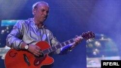 Dolazak bh. pevača u Srbiju nakon 20 godina izazvao žestoke reakcije nacionalista: Dino Merlin