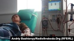 Ukraynada hemodializ xəstəsinin dializ prosesi, 13 aprel 2011