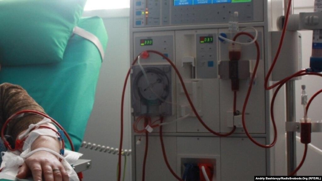 Dializ xəstəsi xəstəxanaya piyada getdiyini deyir