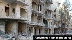 Алеппоның көтерілісшілер бақылауындағы бомбалаудан қираған ғимараттар. Сирия, 19 қазан 2016 жыл.