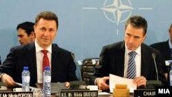 Премиерот Никола Груевски на средба со генералниот секретар на НАТО Андерс Фог Расмусен во Брисел на 25 јануари 2012 година.