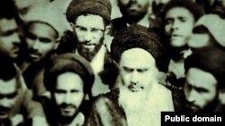 Fotografija sa Facebook stranice alatolaha Homneia na kojoj se nalaze on i ajatolah Homeini